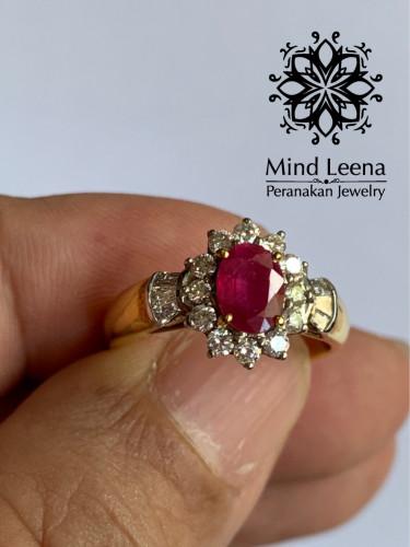 แหวนทับทิมล้อมเพชรแท้น้ำหนักรวม 0.45 cts.