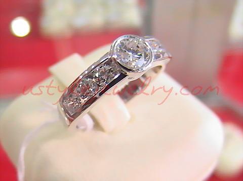 แหวนทอง90 น้ำหนัก 6.1 กรัม เพชรเม็ดกลาง 51 ตัง/1 เม็ด น้ำ 98VVS
