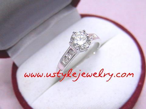 แหวนทอง90%ชุบขาวเพชรกลางขนาด 1.10กะรัต