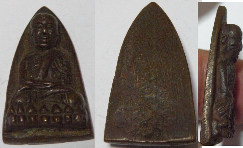 หลวงปู่ทวดหลังเตารีด พิมพ์ใหญ่ พิมพ์เอ เนื้อแดง ปี2505 วัดช้างให้.2JPG