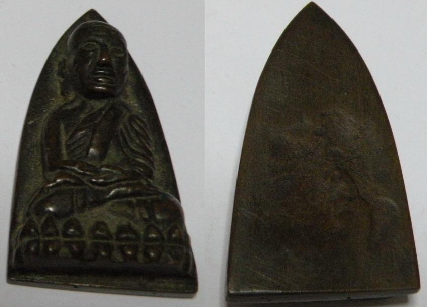 หลวงปู่ทวดหลังเตารีด พิมพ์ใหญ่ เนื้อแดง ปี2505 วัดช้างให้.2JPG