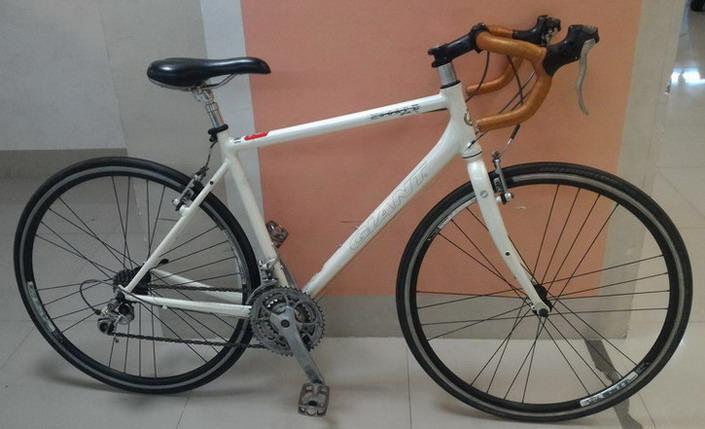 จักรยานเสือหมอบ Giant escape R3 เฟรมอลู สีขาว