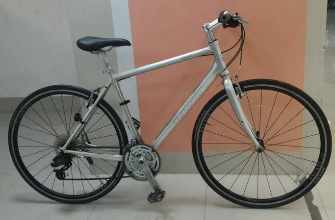 จักรยานทัวร์ริ่ง Giant escape R3