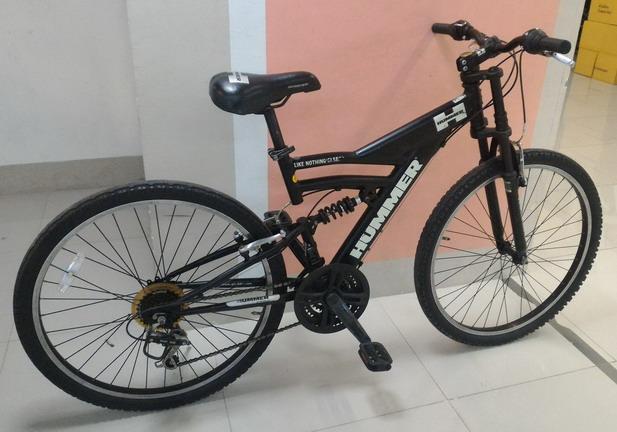 จักรยานเสือภูเขา HUMMER เฟรมอลูมิเนี่ยมสีดำ