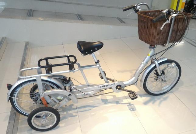 จักรยาน แม่บ้านญี่ปุ่นแบบมีล้อพ่วงข้าง LAND WALKER