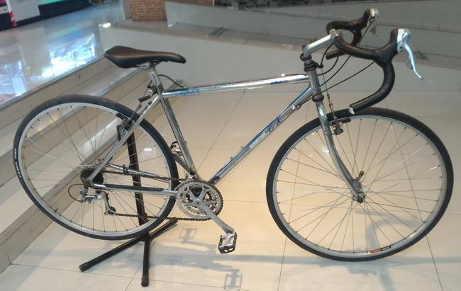 จักรยานเสือหมอบ ARAYA Muddy fox