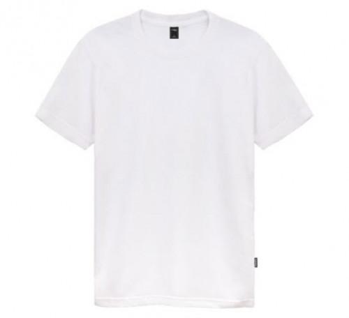 เสื้อยืดสีขาวใส่สบาย