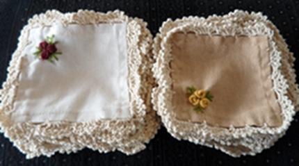 ผ้ารองแก้วปักดอกถักโคเชร์