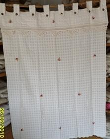 ผ้าม่านหน้าต่างผ้าฝ้ายปักดอกและหัว-ชายผ้าถักโคเชร์แบบคอกระเช้า