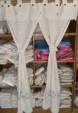 ผ้าม่านผ้าฝ้ายสีขาวปักดอกถักโคเชร์เย็บหัวติดกันแบ่ง 2 ข้าง