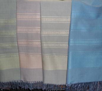 ผ้าพันคอหรือผ้าคลุมไหล่ผ้าฝ้ายทอมือยกดอก(อาบน้ำยาแล้ว)