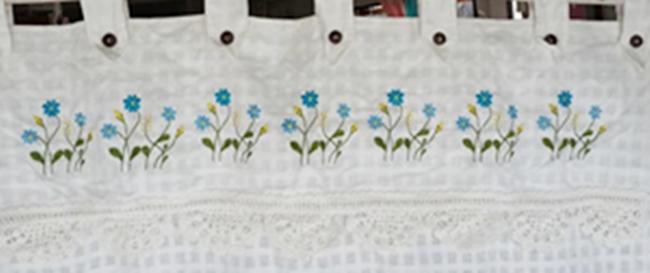 ผ้าม่านหน้าต่างผ้าฝ้ายปักดอกและหัว-ชายผ้าถักโคเชร์แบบคอกระเช้า 1