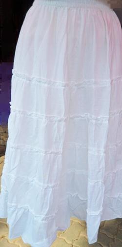 กระโปรงผ้าฝ้ายสีขาว