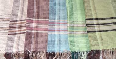 ผ้าคลุมไหล่ผ้าฝ้ายทอมือ 4 ตะกอ(ลายรังผึ้ง)