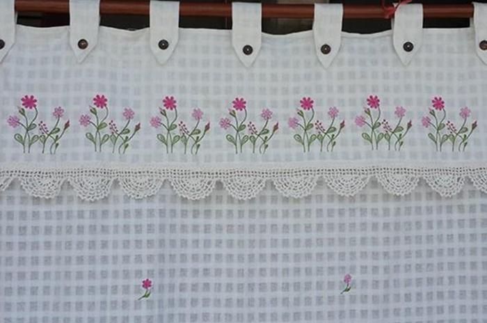 ผ้าม่านหน้าต่างผ้าฝ้ายปักดอกและหัว-ชายผ้าถักโคเชร์แบบคอกระเช้า 2