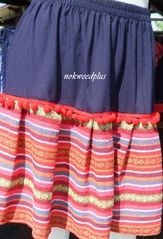 กระโปรงผ้าสีพื้นตกแต่งผ้านากา