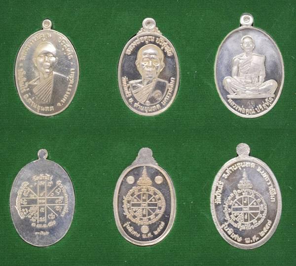 เหรียญ เนื้ออัลปาก้า รุ่นบารมีย้อนยุค 57  หลวงพ่อคูณ วัดบ้านไร่ 2557