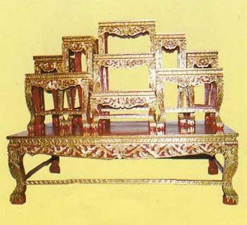 โต๊ะหมู่บูชาหน้า 8 หมู่ 9 ขาสิงห์แกะลายไทย ปิดทองร่องสี