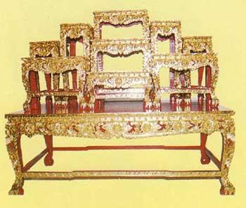 โต๊ะบูชา หน้า10หมู่9 ขาสิงห์แกะลายไทย ปิดทองร่องสี  code 03441