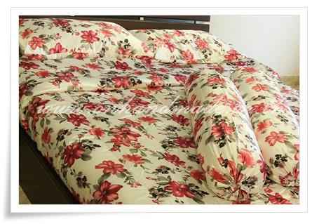 ผ้าปูที่นอนผ้าซาตินแท้ 330 เส้น ขนาด 6 ฟุต พื้นขาว ลายดอกไม้ใหญ่ชมพู-โอรส