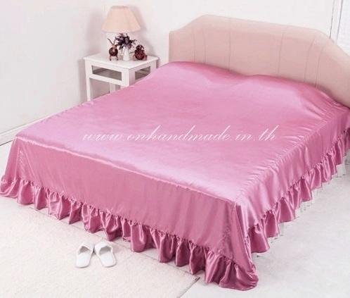 ผ้าคลุมเตียงแบบมีชายระบาย ผ้าซาตินแท้ 440 เส้น ขนาด 6 ฟุต (ขนาด 96 นิ้ว x 108 นิ้ว) สีชมพูกลีบบัว