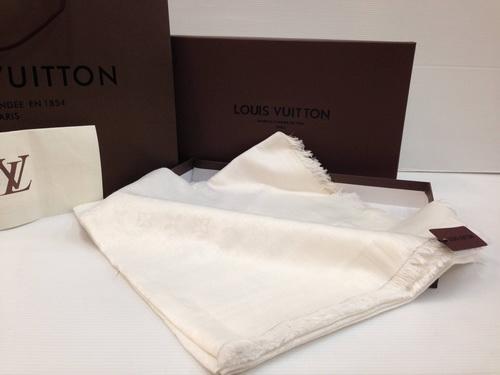 ผ้าพันคอ Louis Vuitton Monogram Shawl Top Mirror Image สีขาวงาช้าง