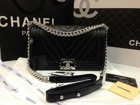 Chanel  Chevron Quilted Lambskin  Medium Boy Bag สีดำโซ่เงินค่ะ 9.8 นิ้ว Top mirror image