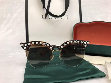 แว่นกันแดด Gucci Cat Woman งาน Top Mirror Image 100 UV Protection กรอบไข่มุก