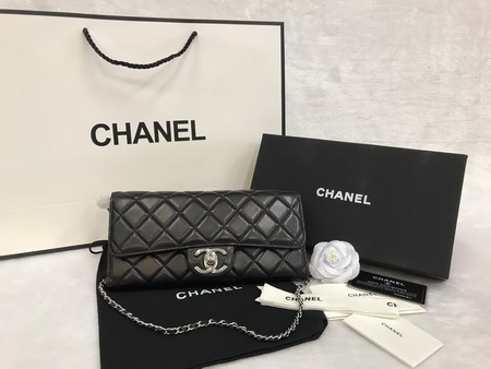 chanel cluth with chain in Silver Hardware