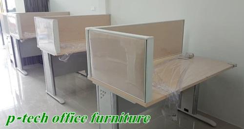 โต๊ะคอมพิวเตอร์ขาเหล็ก