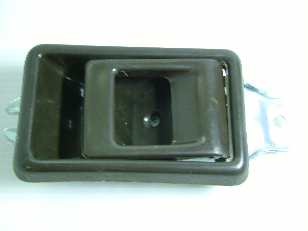 มือเปิดประตูอันใน HINO FB-FM-KM / สีน้ำตาล / RH (1806005)
