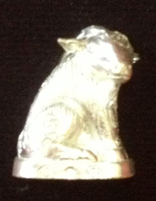 แพะเหลียวหลังหล่อโบราณรุ่นแรก หลวงปู่อาด วัดบุญสัมพันธ์ เนื้อเงิน ตะกรุดทองคำ 2 ดอก