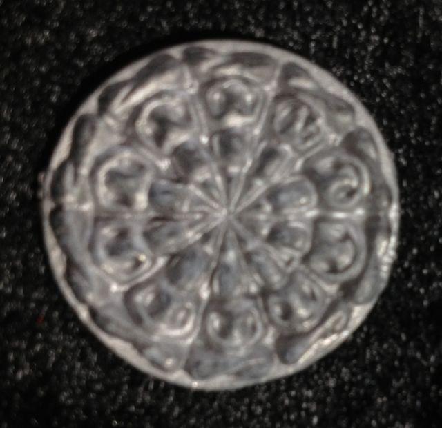 พระงบน้ำอ้อยดวงมหาจักรพรรดิ หลวงปู่พระครูสังฆรักษ์จันทร์ วัดสำปะซิว เนื้อตะกั่ว