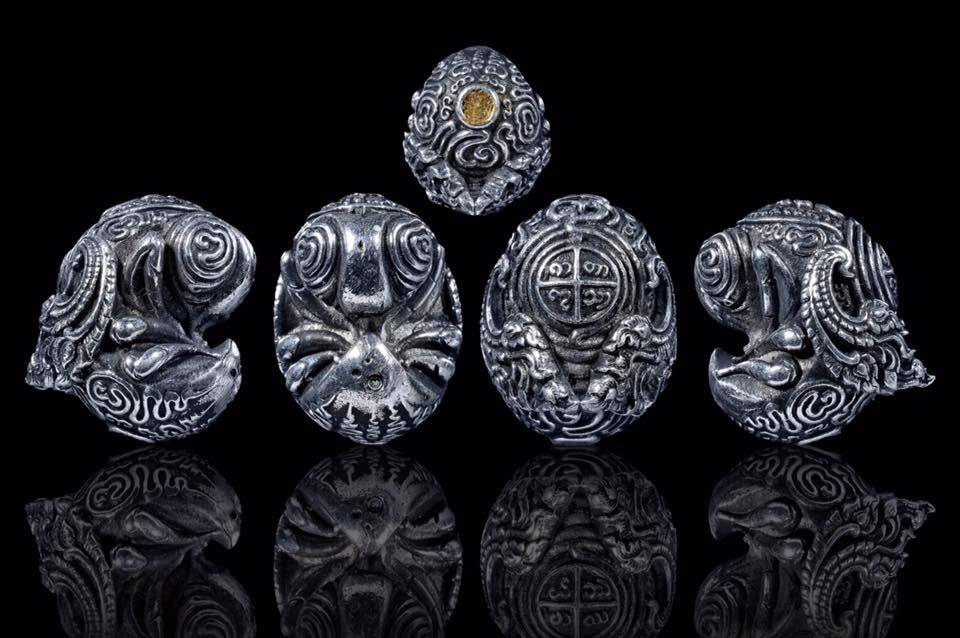 พญาแมงภู่คำหลวง มหาราชา รุ่นแรก ครูบาออ สำนักสงฆ์พระธาตุ ดอยจอมแวะ เนื้อแร่เงินยวง