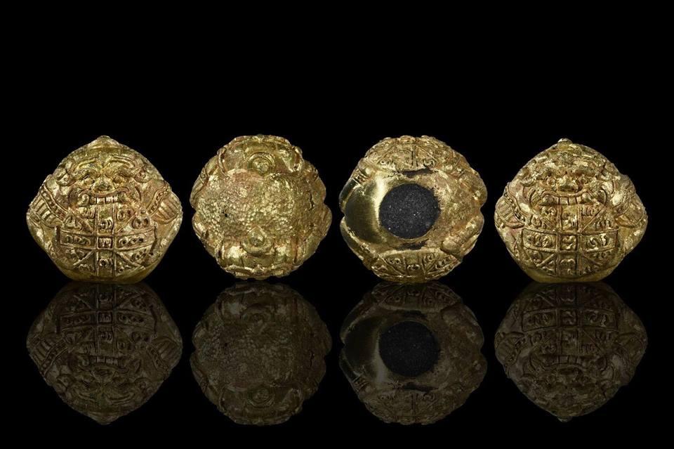 ราหูกินทอง คะนองเมือง รุ่นแรก หลวงปู่ ตุ๊เจ้าป่า (หลวงปู่ ครูบาบุญยัง) วัดหนองโค เนื้อใบพัดเรือเหลือ