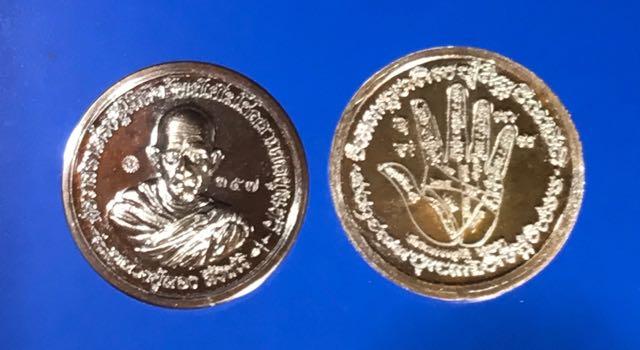 เหรียญต่อเส้นวาสนา รุ่นสอง เนื้อนวะ หลวงปู่ลอง วัดวิเวกวายุพัด