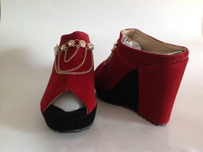 รองเท้าแฟชั่นสวมส้นเตารีด  สีเลือดหมู
