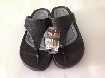 รองเท้าแตะแฟชั่นแบบสวม แบบคีบ ADDA สีดำ  เป็นยาง