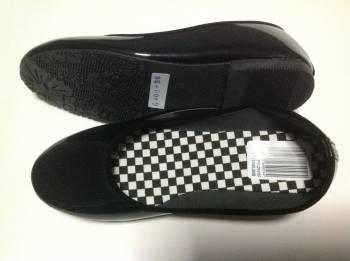ชายส่งรองเท้าส้นเตี้ย สีดำ ไม่มีาลาย ราคาส่ง