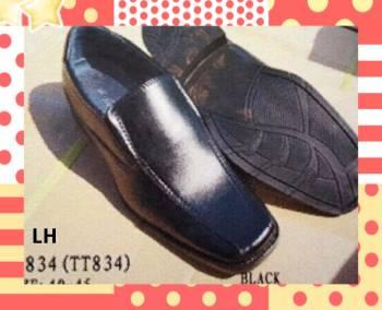 ขายส่ง รองเท้าคัชชูใส่ทำงาน หัวตัดหน้ากว้าง สีดำ