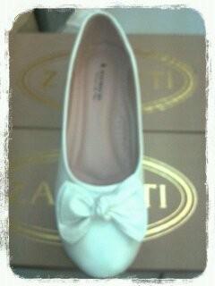 รองเท้าคัชชู สีขาว มีโบว์ด้านหน้า ส้นเตารีดยาง หนังด้าน พยาบาล
