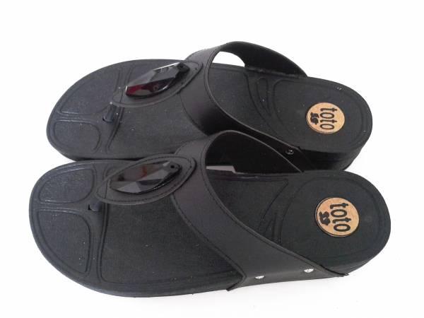 รองเท้าแตะแฟชั่น หูคีบ ทรวฟิปฟอป มีเพรช ตรงกลาง สีดำ