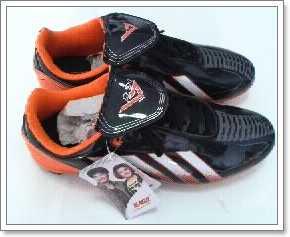 รองเท้าผ้าใบหนังแก้วสตั๊ฟ ใส่เตะบอล BAOJI สีดำ-ส้ม หนังแก้ว ผูกเชือก ชาย