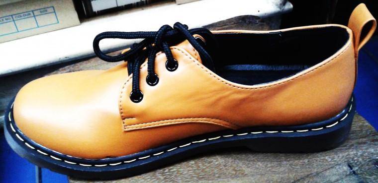รองเท้าคัชชูทอมแบบผู้ชาย ทำเบอร์เล็ก ไม่หุ้มข้อ สีดำ ผูกเชือก