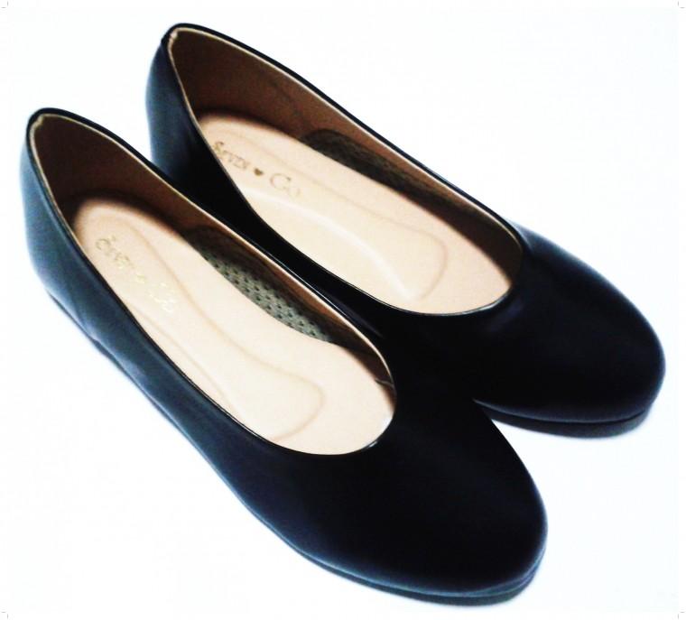 รองเท้าคัชชู หัวกลม ผู้หญิง ส้นเตี้ย ไม่มีลาย สีดำ เบอร์ใหญ่ สำหรับคนเท้าใหญ่มาก