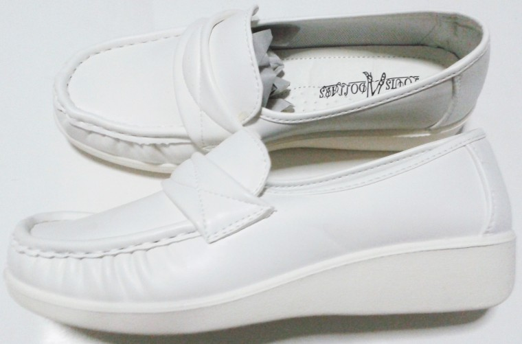 รองเท้าสีขาว พยาบาล หนังด้าน นิ่ม ส้นเตารีด