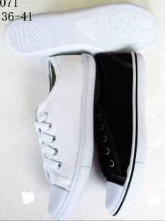 รองเท้าผ้าใบแฟชั่น ผู้หญิง สตรี ราคาไม่แพง ผูก สีดำ ขาว