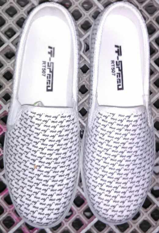 รองเท้าผ้าใบ ไม่ผูกเชือก มีลาย  หัวกลม เสริมส้น 1 นิ้วครึ่ง สไตล์เกาหลี