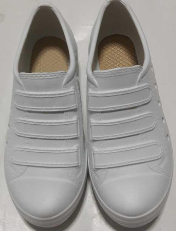 รองเท้ายางคัชชูสีขาว พยาบาล สูง1นิ้ว รุ่น TK 9854 เรดแอปเปลิ้  RED APPLE ขายส่ง