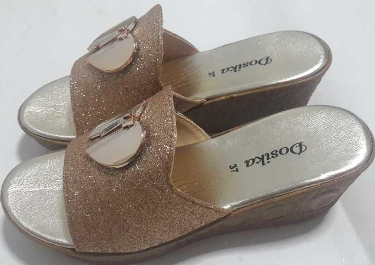 รองเท้าแตะสวม แฟชั่น ส้นเตารีด สีทอง ลายหัวใจผู้หญิง